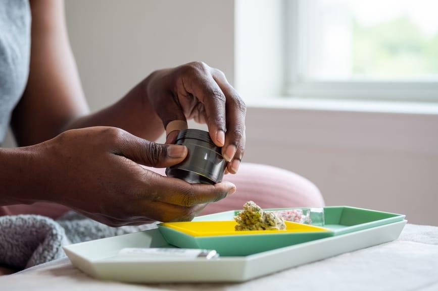 Top 12 Best Weed Grinders: Online & Dispensaries